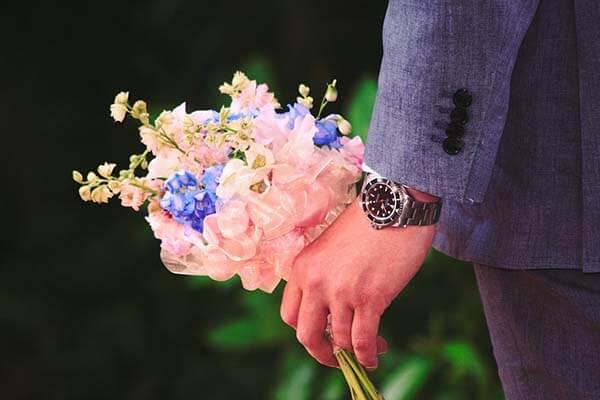 Как подарить жене цветы и угодить