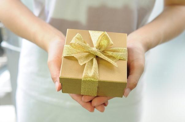 Что подарить любимой жене по случаю и просто так, без всякого повода