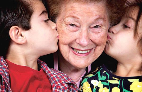 Подарок бабушке на Новый год от внуков