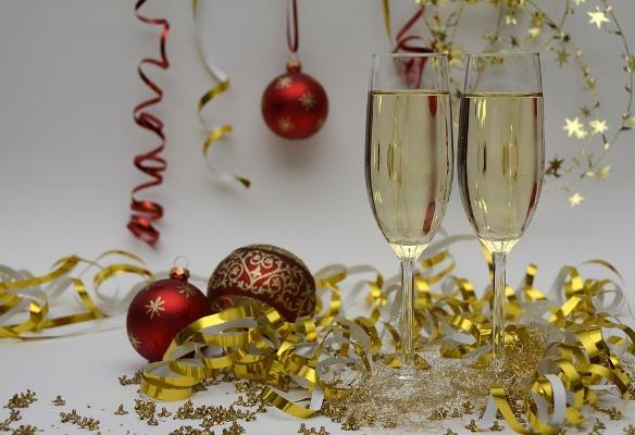 Новый год 2020: в чем встречать, что готовить, какие дарить подарки