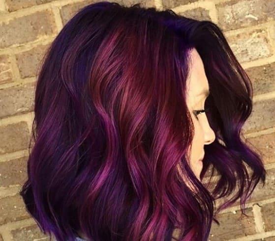 волосы цвета баклажан